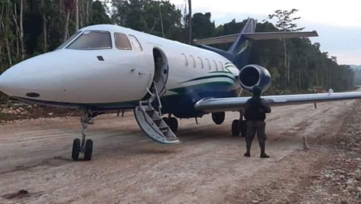 Hallan otro narco avión, aseguran vehículos, armas y droga en el peten, Guatemala