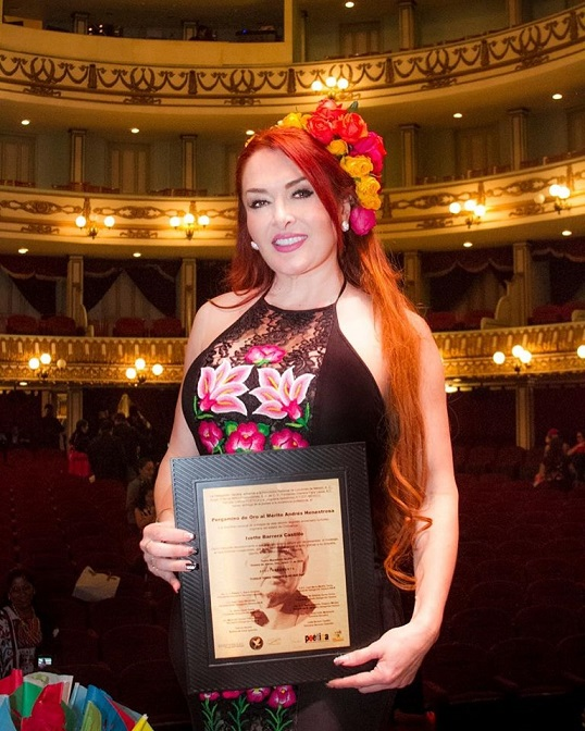Recibió galardón en el teatro Alcalá: Ivette barrera
