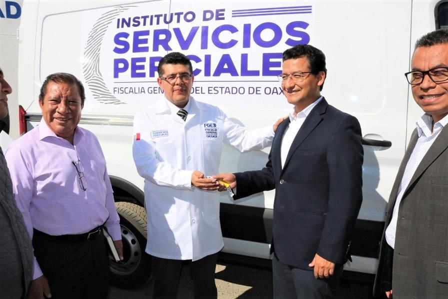 Nuevos vehículos para el Instituto de Servicios Periciales, Fiscalía General moderniza y dignifica actividad forense