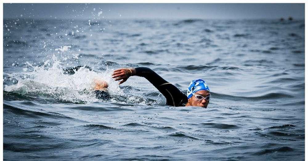 """Competencia de natación """"Quinta travesía de aguas abiertas"""" en Huatulco"""