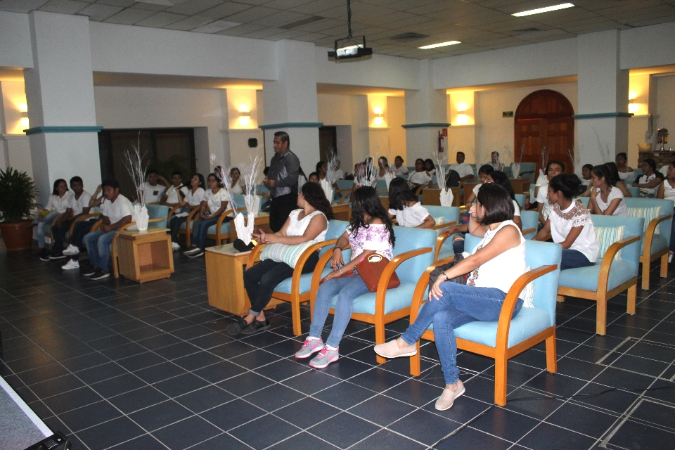 Reciben un taller de turismo inteligente estudiantes de la UMAR
