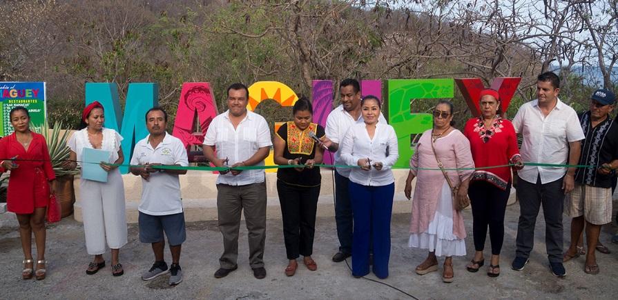 Se inauguraron las letras de la Bahía de Maguey en Huatulco