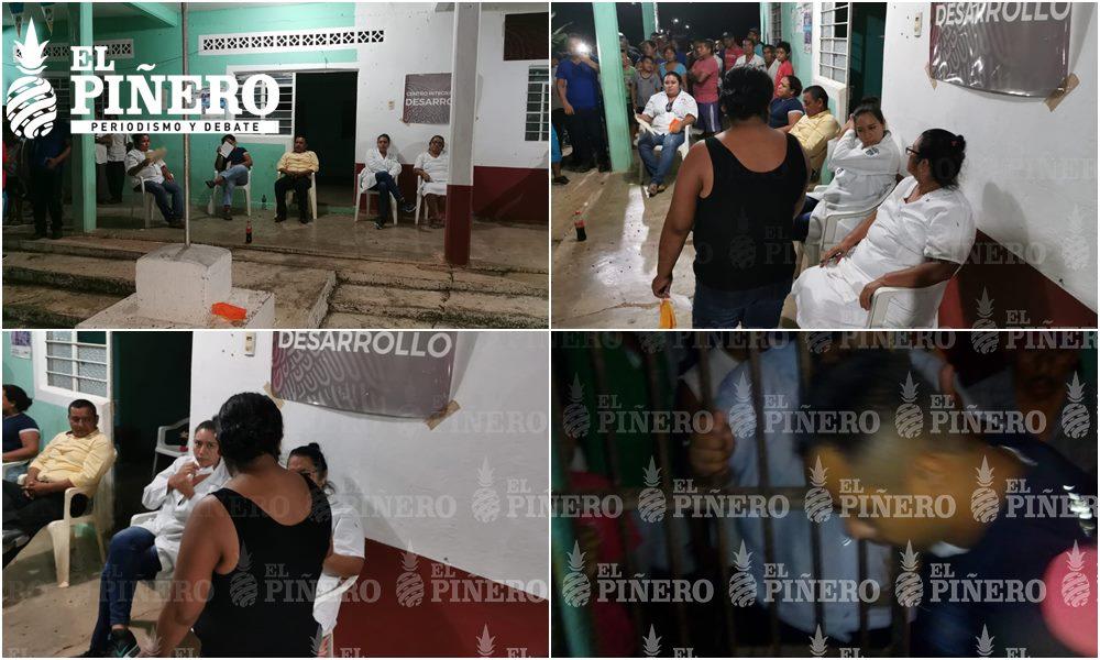Pueblo de Jacatepec retiene a funcionarios, policías y doctoras