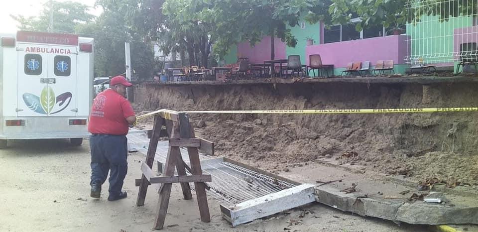 La lluvia que sorprendió a los vecinos en Santa Maria Huatulco