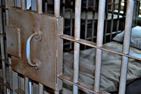 A prisión y vinculado a proceso masculino aprehendido en Baja California por el delito de homicidio, cometido en la Costa