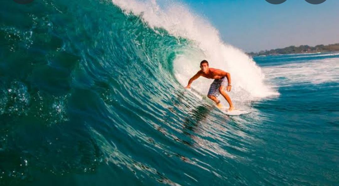 ATRACAN A SURFISTAS EN CARRETERA COSTERA; UN LESIONADO POR ARMA DE FUEGO