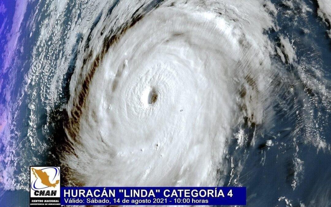 Linda se convierte en un poderoso huracán de categoría 4